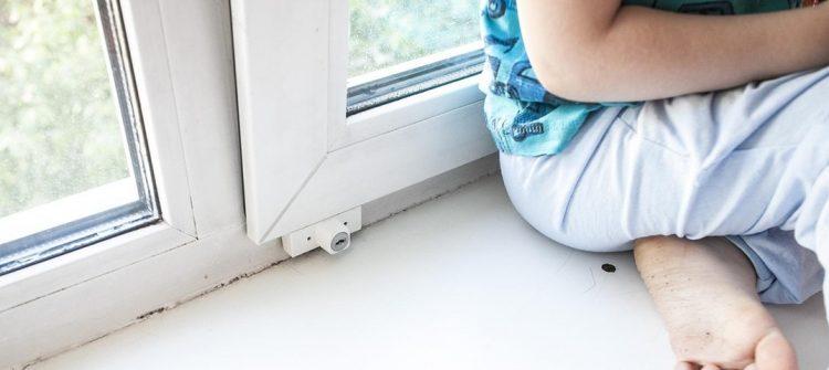 В Рязани пятилетняя девочка выпала из окна и разбилась насмерть