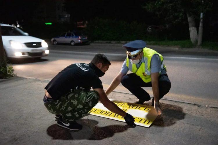 Активисты и сотрудники ГИБДД нанесли предупреждающие надписи для пешеходов