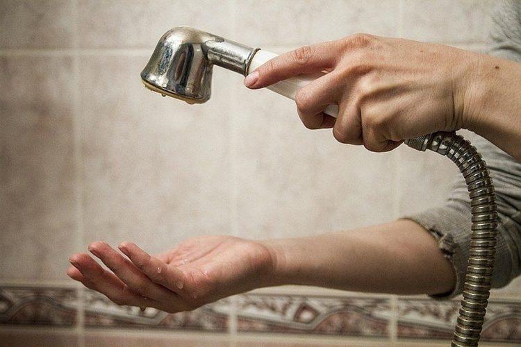 В пятницу в рязанских домах массово отключили холодную воду