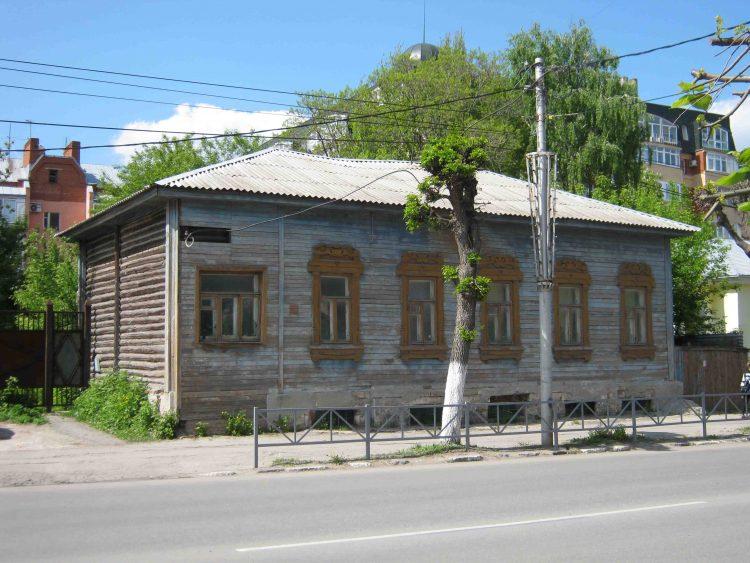 В Рязани на месте старинного здания устроили парковку