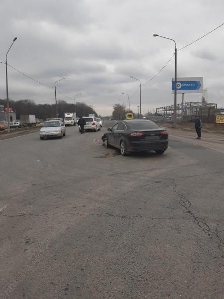 На рязанской дороге столкнулись «Ford Mondeo» и «Mercedes»