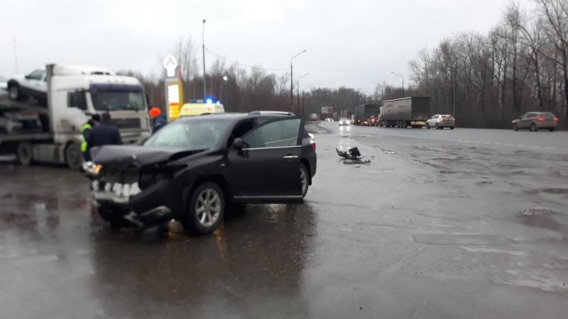На Куйбышевском шоссе «Opel Astra» врезался в «Toyota Highlander». Есть пострадавший