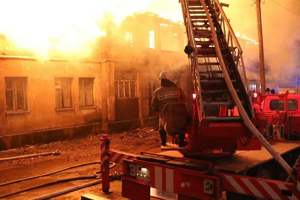 На улице Северный переулок сгорел многоквартирный жилой дом