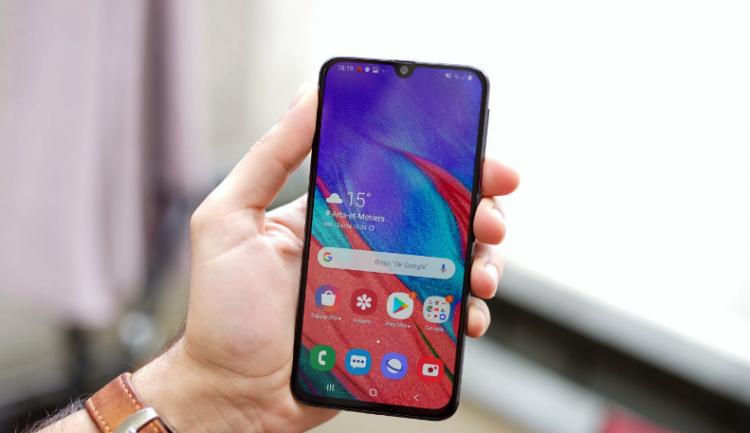 Названы характеристики самого дешевого смартфона Samsung