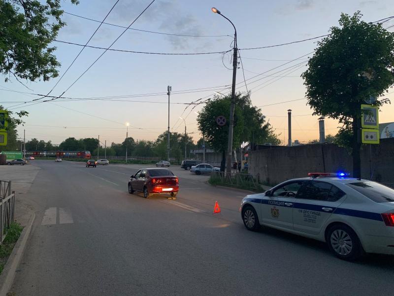 На улице Чкалова сбили 10-летнюю девочку на самокате