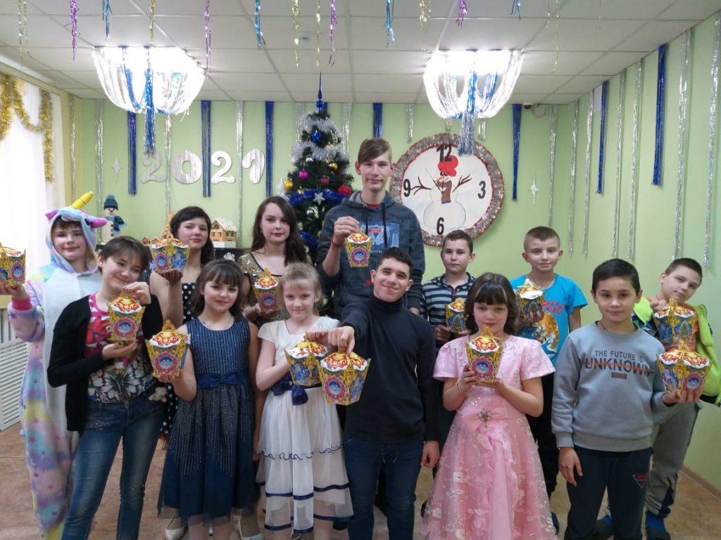 Лидер рязанских коммунистов Денис Сидоров передал новогодние подарки ученикам Кущапинской школы