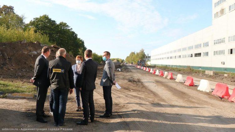 Мэр Рязани осмотрела ремонт дороги на улице Прижелезнодорожной