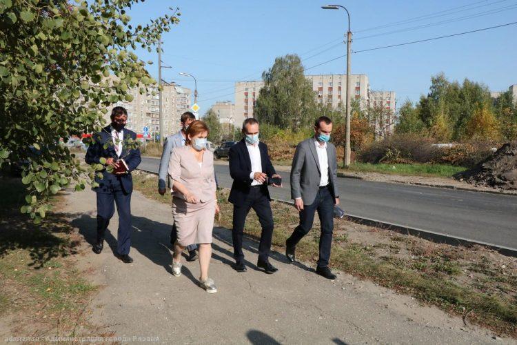 Елена Сорокина осмотрела ремонт участка дороги на улице Березовой