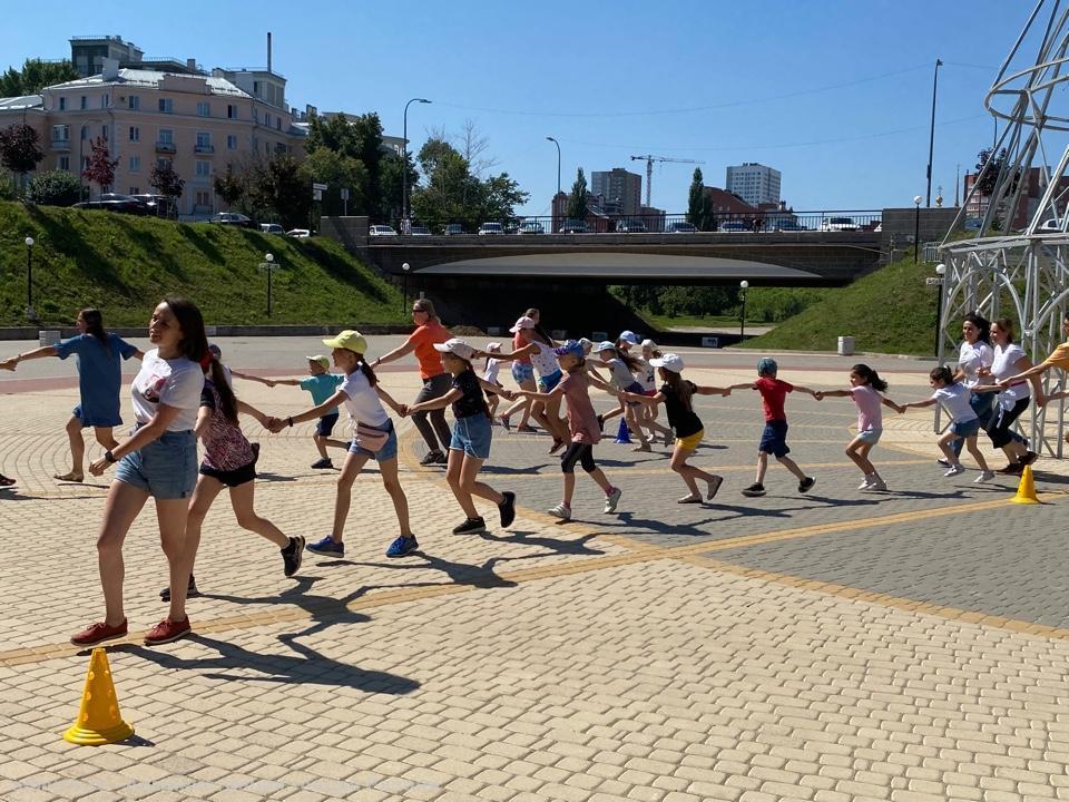 В праздничной зарядке на Лыбедском бульваре приняли участие 17 рязанских семей