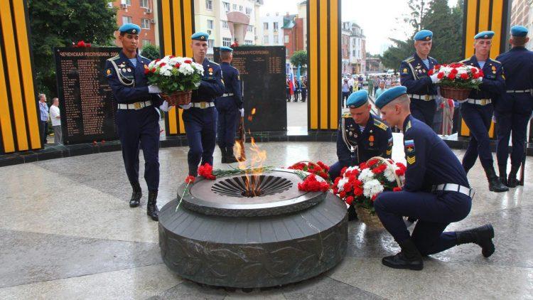 Горожане возложили цветы к мемориалу в память о рязанцах, погибших в локальных войнах