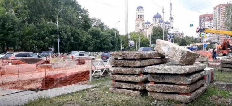 Улицу Черновицкую перекрыли из-за ремонта теплотрассы