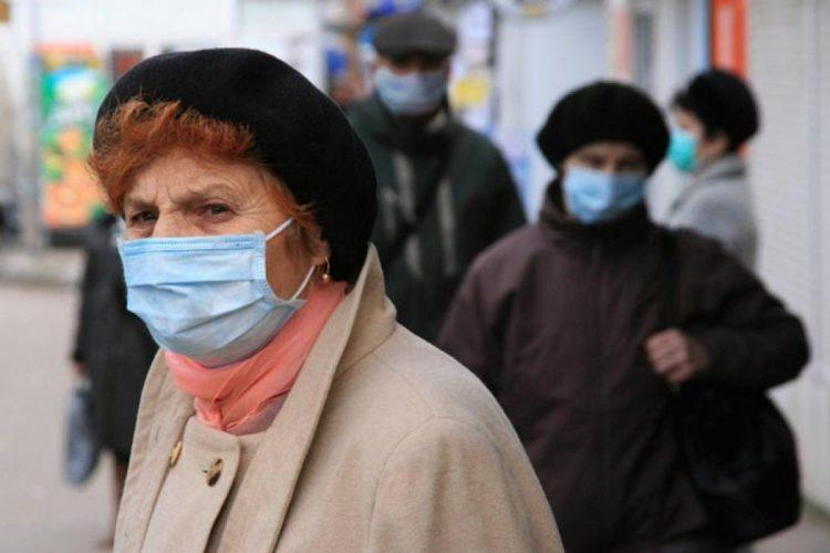 В Москве пожилым россиянам рекомендовали оставаться дома
