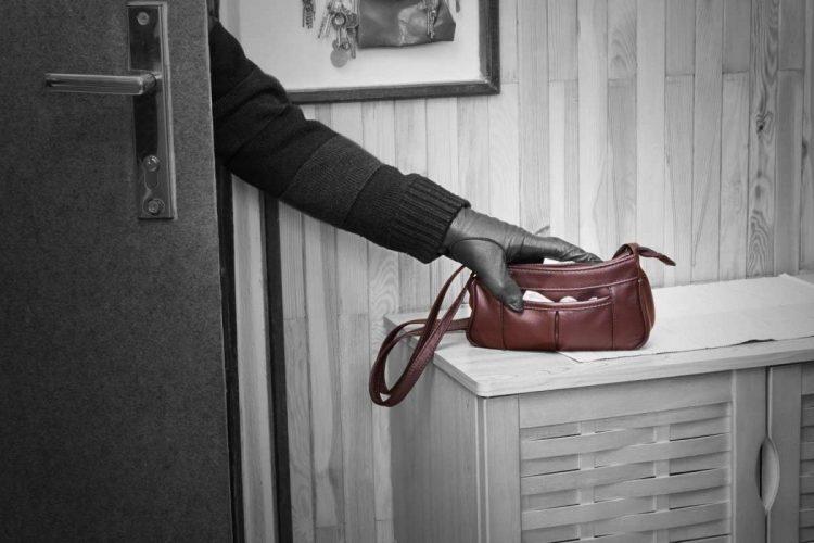 Полицейские раскрыли кражу сбережений из дома  пенсионерки
