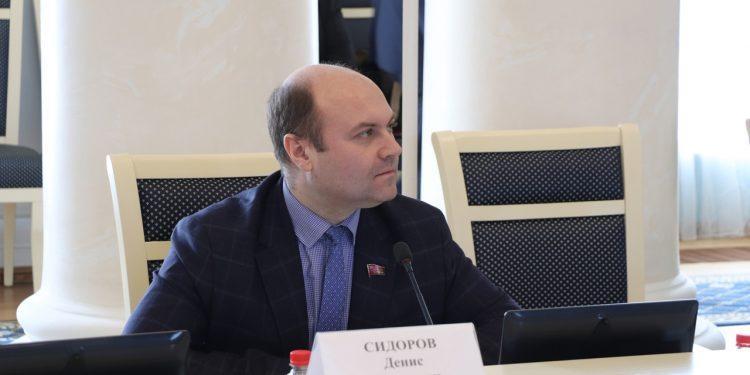 Денис Сидоров направил открытое письмо лидерам региональных отделений партий в связи с ситуацией с рязанской школой №6