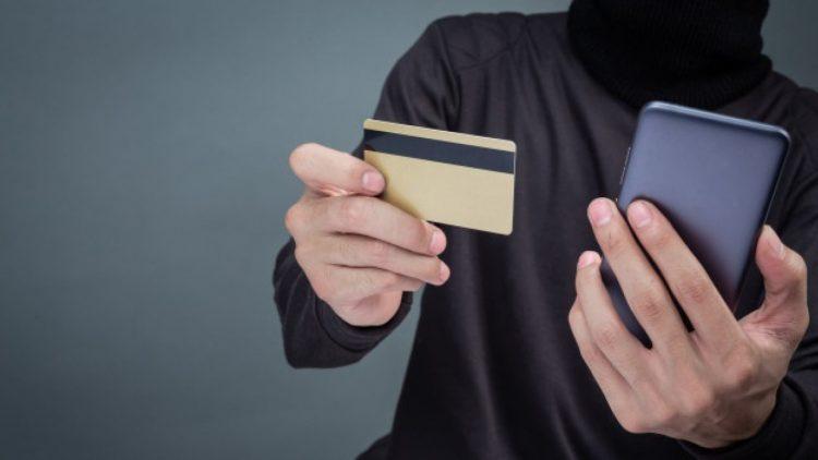 Мошенники дистанционно украли у двух рязанок почти 250 тысяч рублей