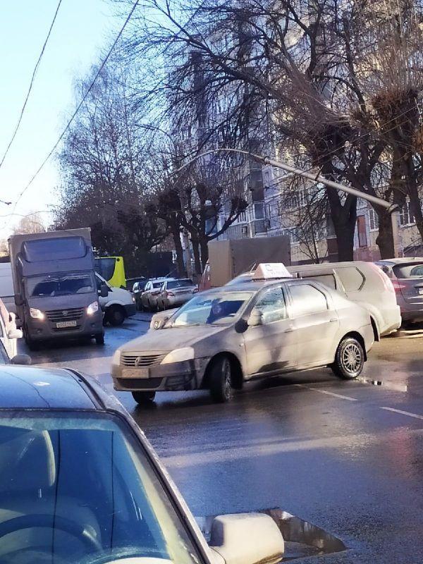 На улице Горького упал столб