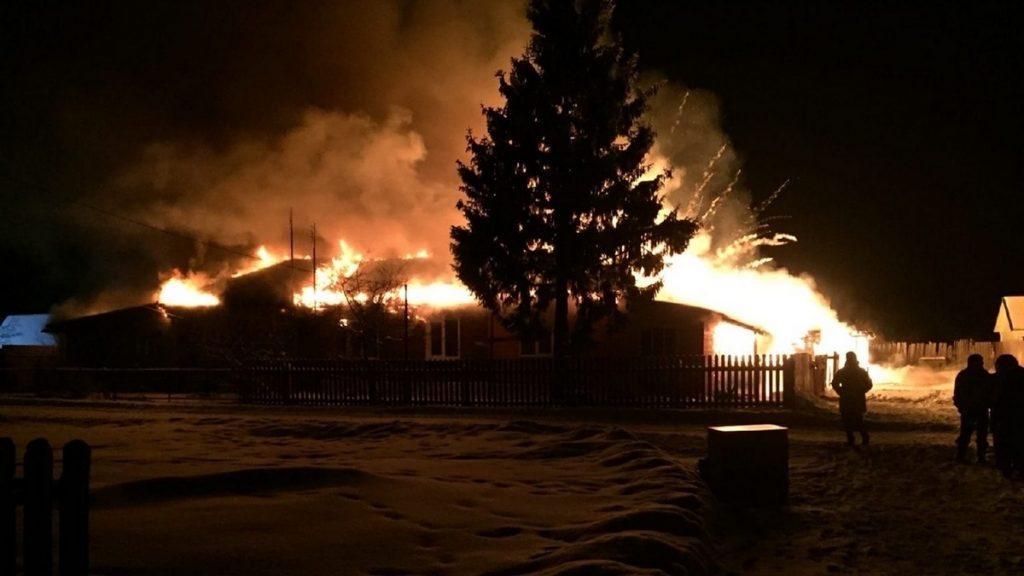 В Клепиковском районе семья с детьми осталась без крова из-за пожара